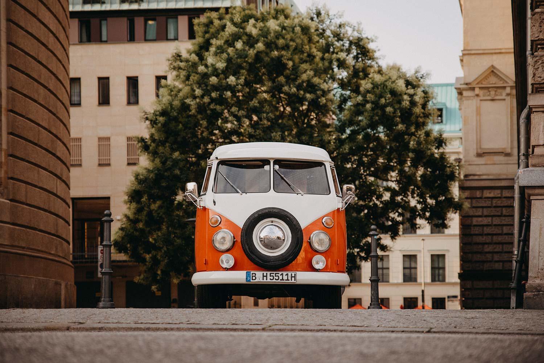 T1 Bulli mieten Berlin VW Bus rot Camper Fotobulli Rosemarie