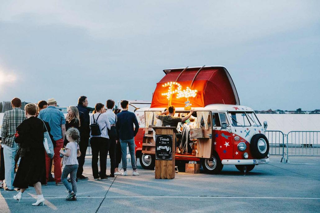 Fotobulli T1 Flugplatz Schlange mieten Festival Feier Firmenfeier Rosemarie