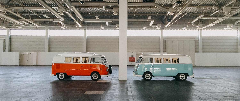 VW T1 Vermietung Messe Halle rot türkis Fabrik