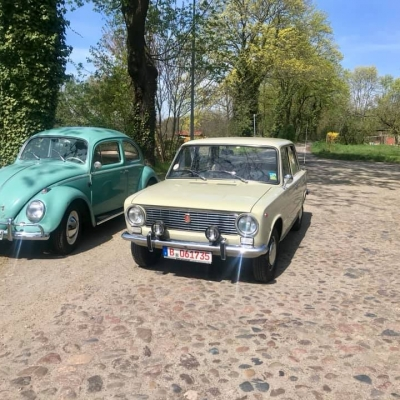 Old Bulli Berlin - Lada Shiguli